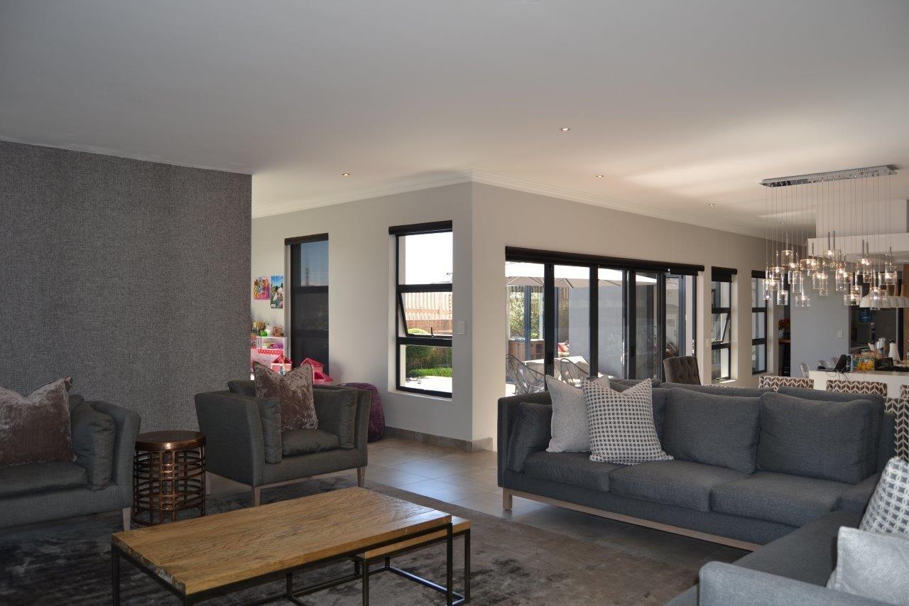 Midstream Hill property for sale. Ref No: 13632814. Picture no 7