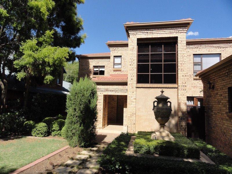 Pretoria, Silver Lakes Golf Estate Property  | Houses To Rent Silver Lakes Golf Estate, Silver Lakes Golf Estate, House 5 bedrooms property to rent Price:, 30,00*
