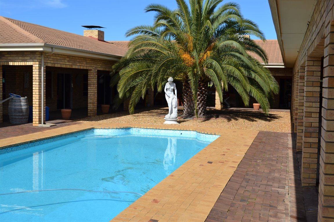 Paarl property for sale. Ref No: 13379607. Picture no 4