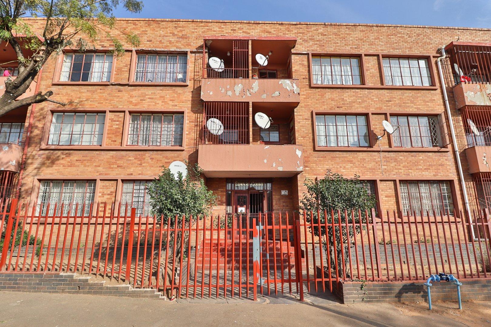 , Apartment, 2 Bedrooms - ZAR 250,000
