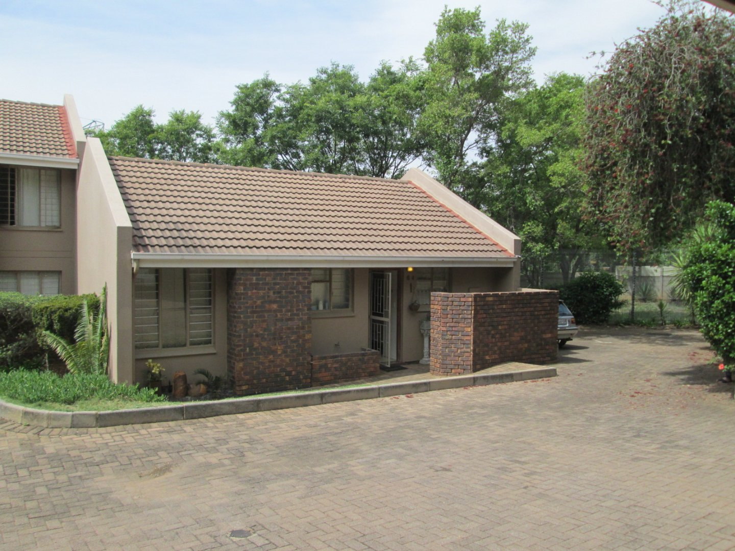 Property and Houses for sale in Sonneglans, Townhouse, 2 Bedrooms - ZAR 690,000