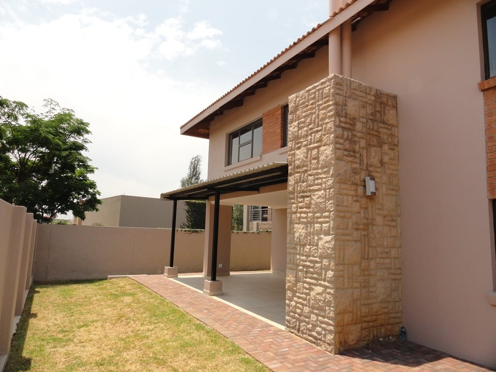 Six Fountains Residential Estate property for sale. Ref No: 13429423. Picture no 4