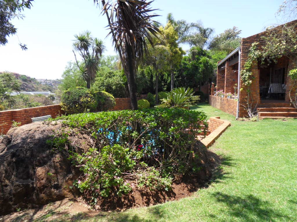 Glenvista property for sale. Ref No: 13402362. Picture no 42