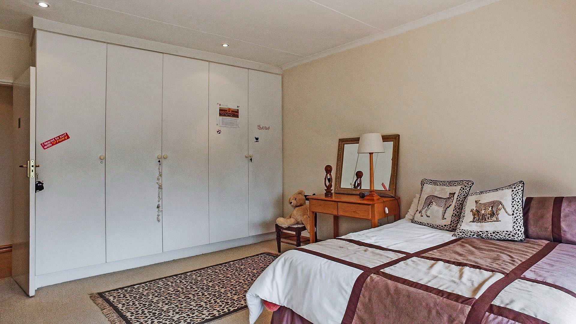 Northcliff property for sale. Ref No: 13537074. Picture no 10