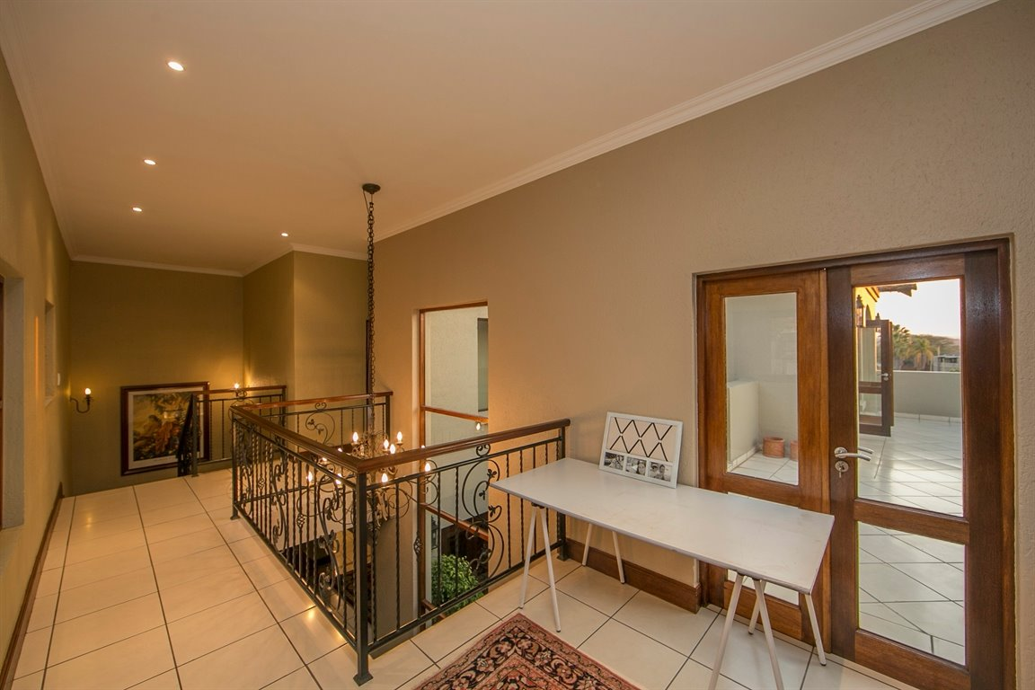 Fourways property for sale. Ref No: 13401727. Picture no 9