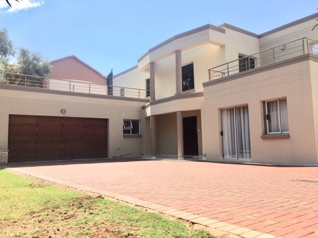 Property and Houses for sale in Highveld, House, 4 Bedrooms - ZAR 2,900,000