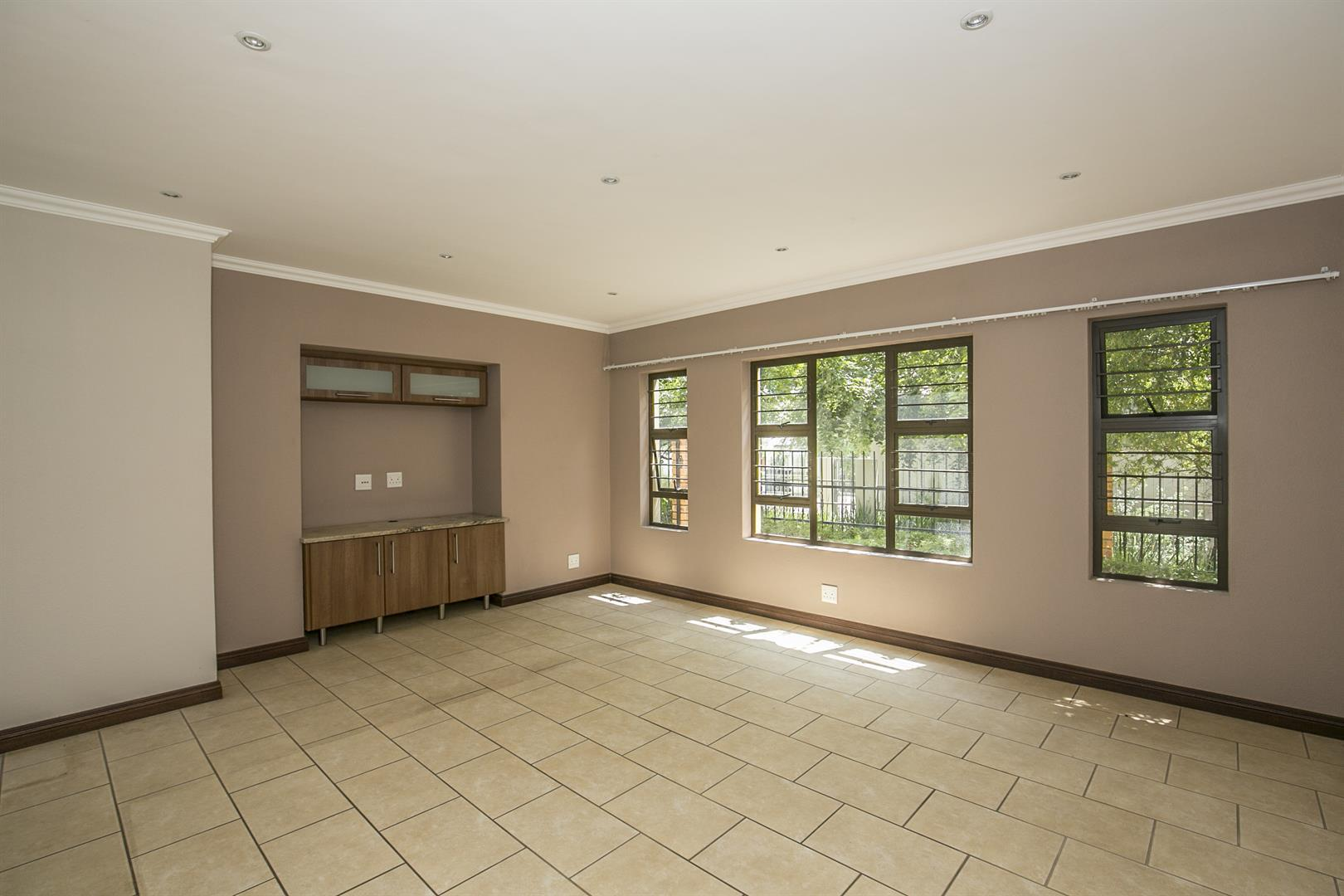 Fourways property for sale. Ref No: 13458374. Picture no 8