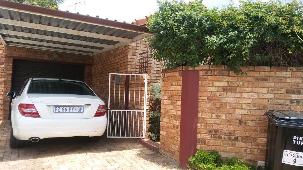 Roodepoort, Wilgeheuwel Property    Houses For Sale Wilgeheuwel, Wilgeheuwel, Townhouse 3 bedrooms property for sale Price:970,000