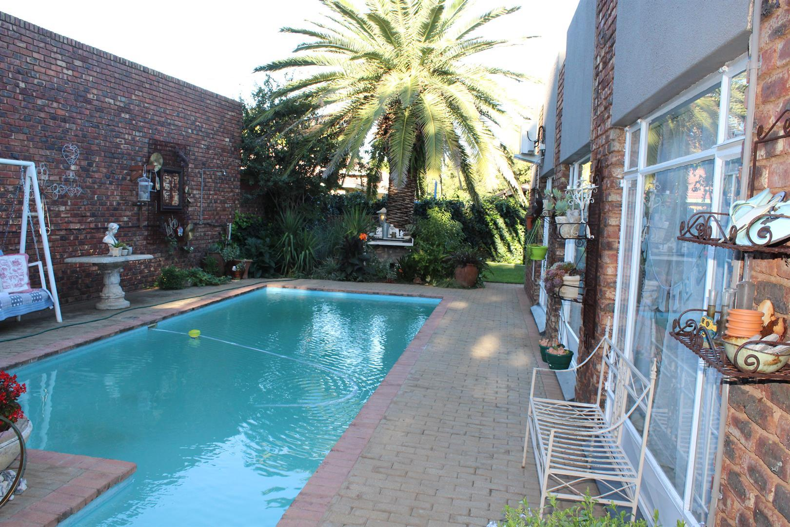 Suid Dorp property for sale. Ref No: 13460528. Picture no 12