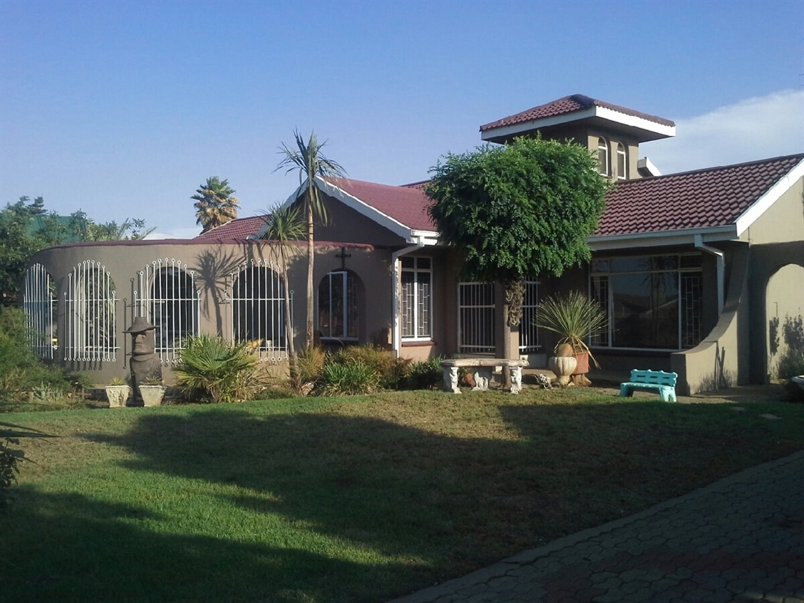 Three Rivers East property for sale. Ref No: 13273776. Picture no 1