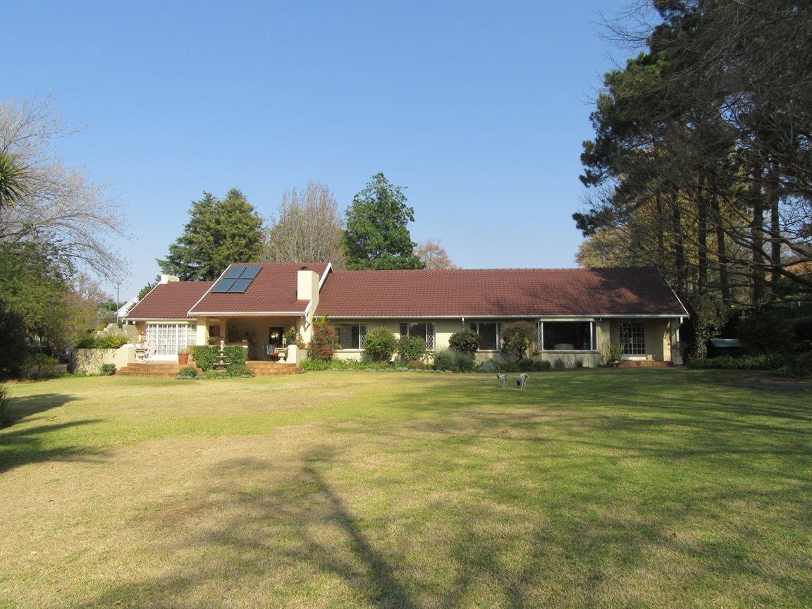 Bryanston property for sale. Ref No: 13372287. Picture no 5