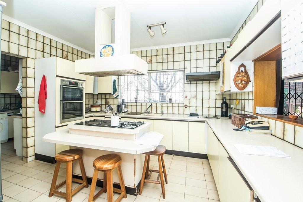 Glenvista property for sale. Ref No: 13500218. Picture no 7