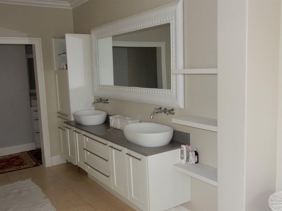 Bryanston property for sale. Ref No: 13290662. Picture no 23