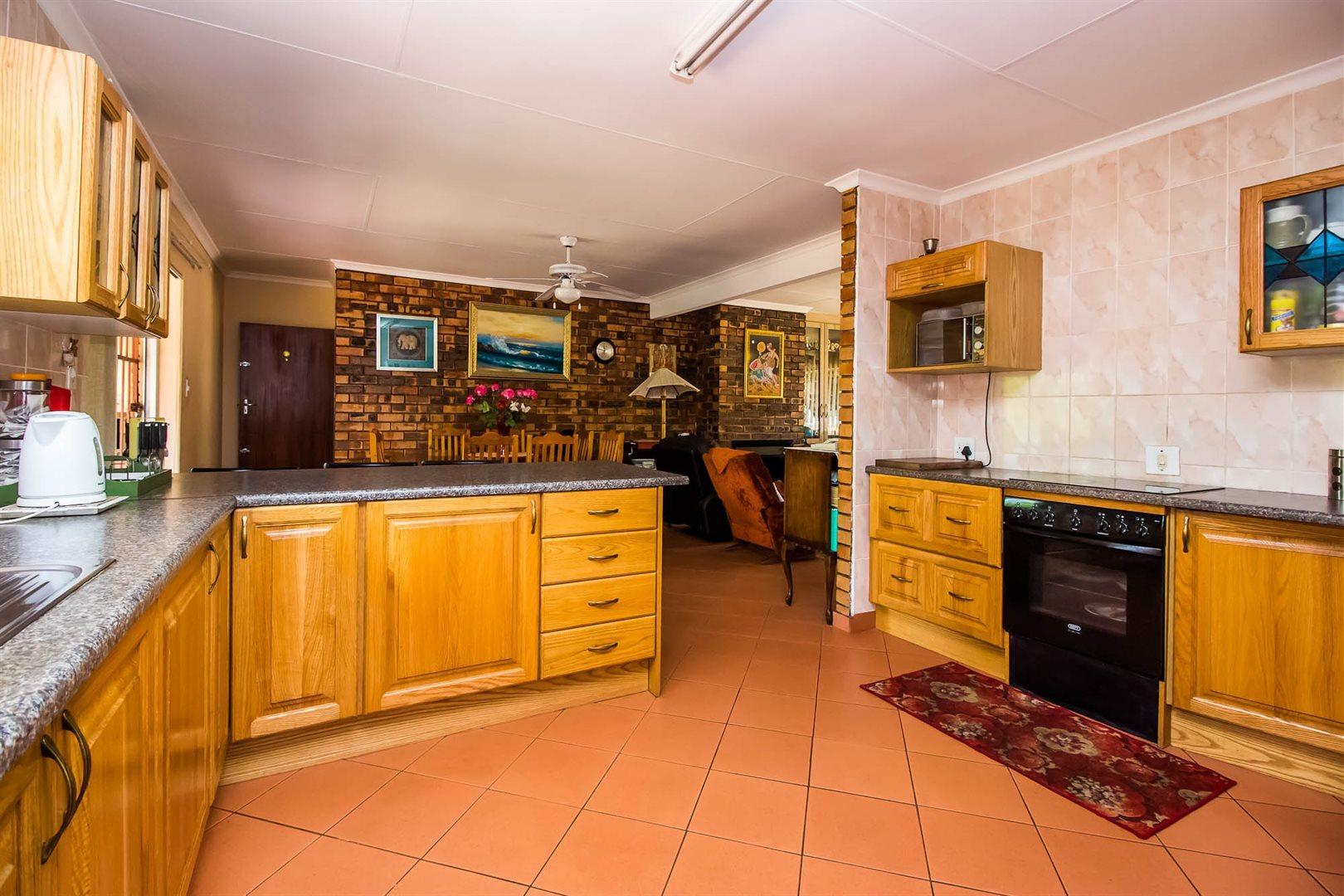 Elarduspark property for sale. Ref No: 13553870. Picture no 4