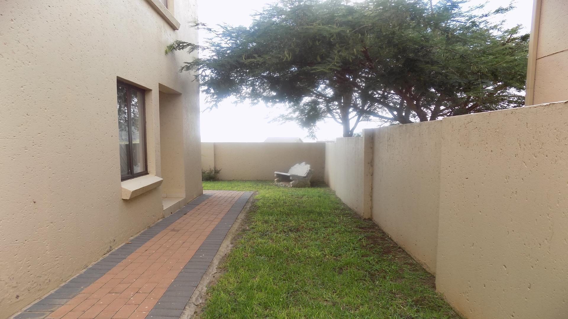 Eldo View property for sale. Ref No: 13443708. Picture no 20