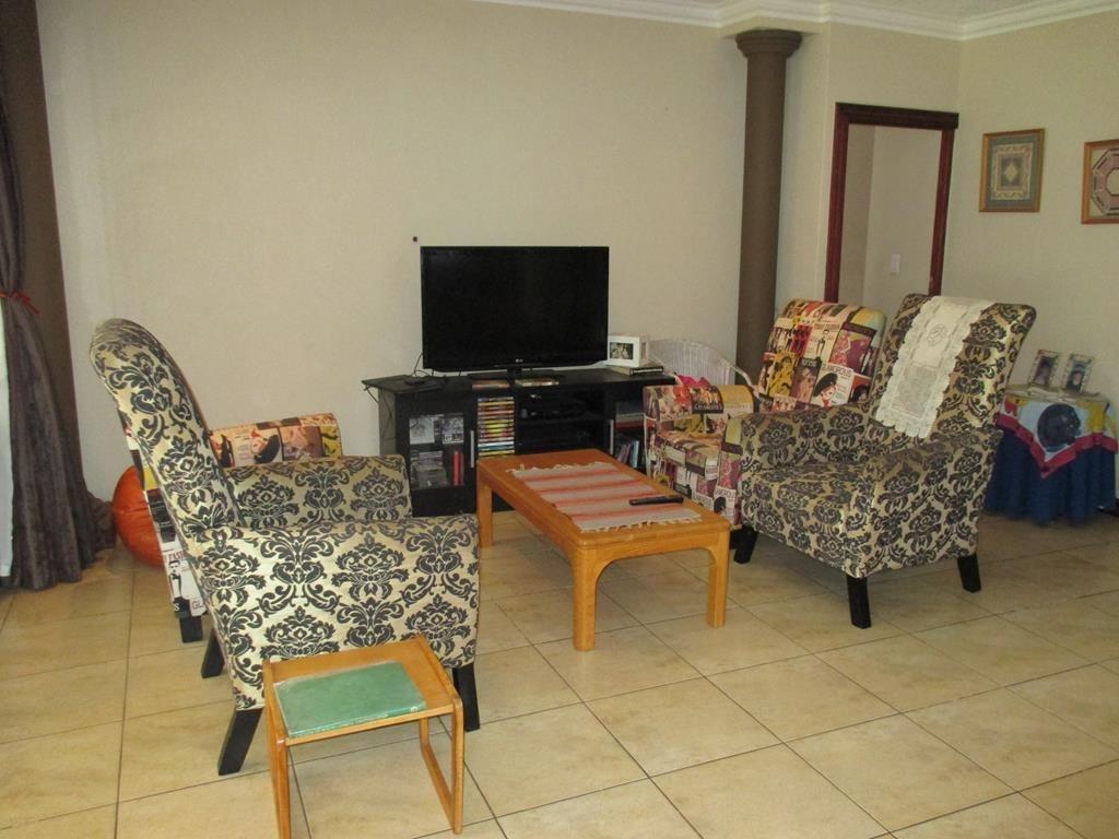 Midfield Estate property for sale. Ref No: 13537815. Picture no 6