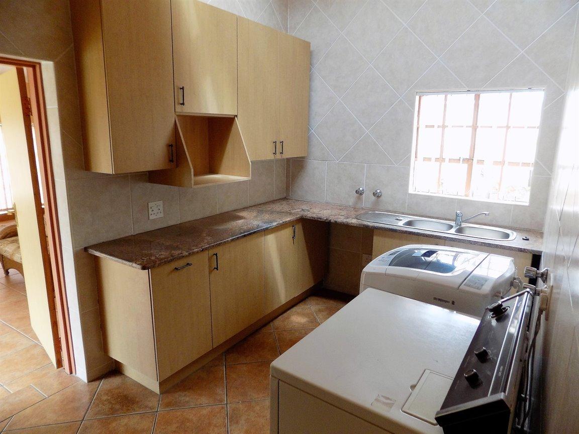 Bassonia property for sale. Ref No: 13389783. Picture no 16