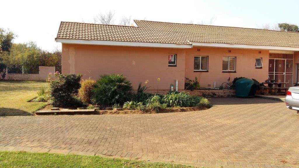 Three Rivers East property for sale. Ref No: 12792601. Picture no 15