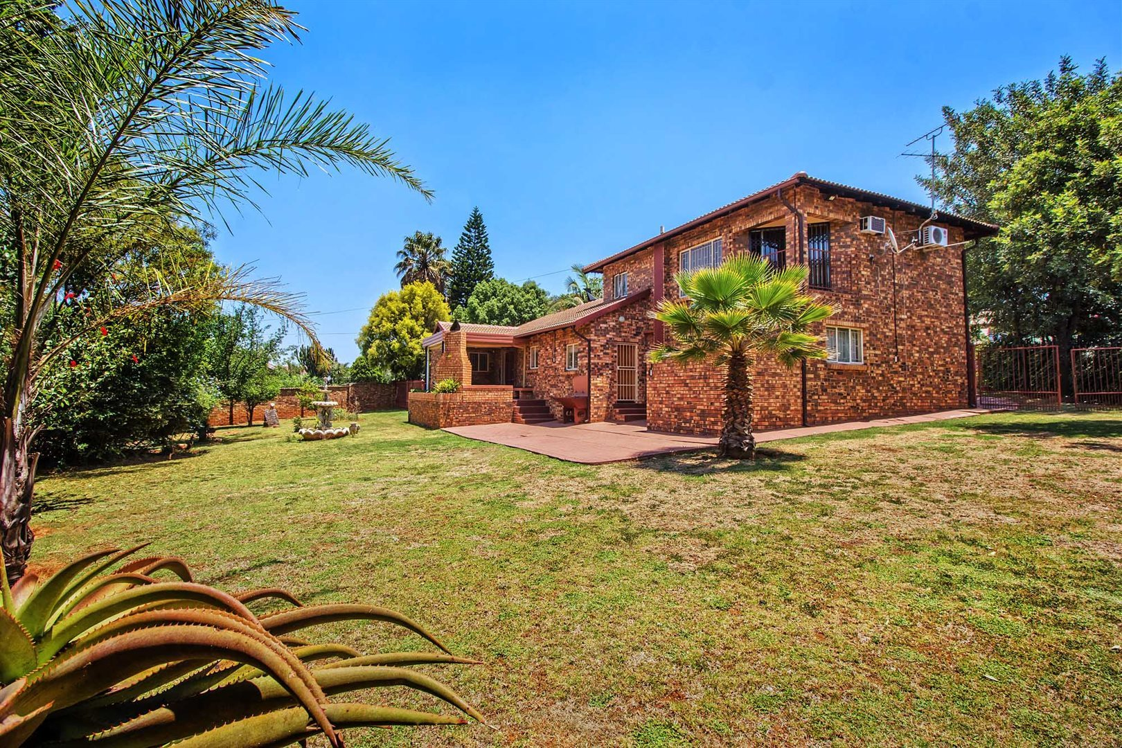 Property and Houses for sale in Elarduspark, House, 3 Bedrooms - ZAR 1,600,000