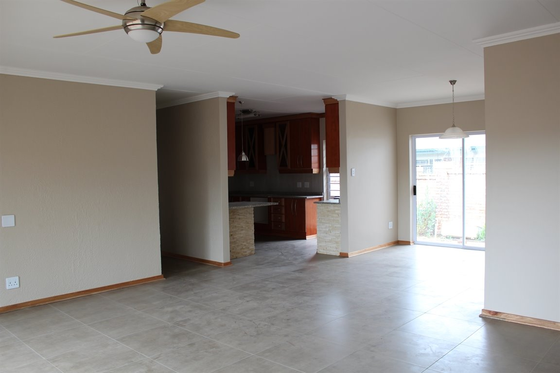 Suid Sentraal Oos property for sale. Ref No: 13403369. Picture no 3