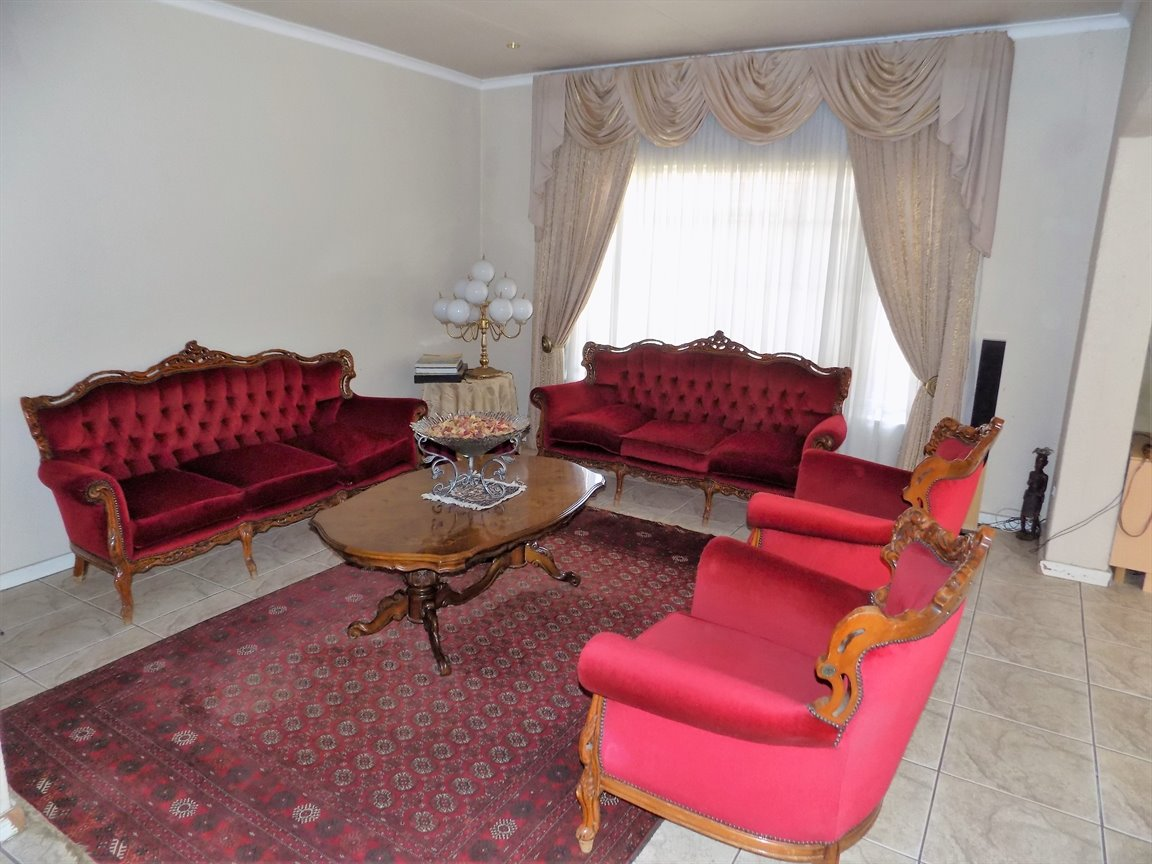 Glenvista property for sale. Ref No: 13399399. Picture no 14