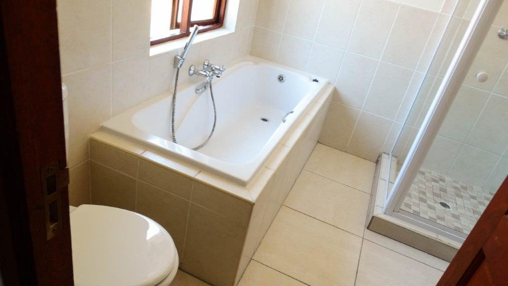 Broadacres property to rent. Ref No: 13423040. Picture no 10