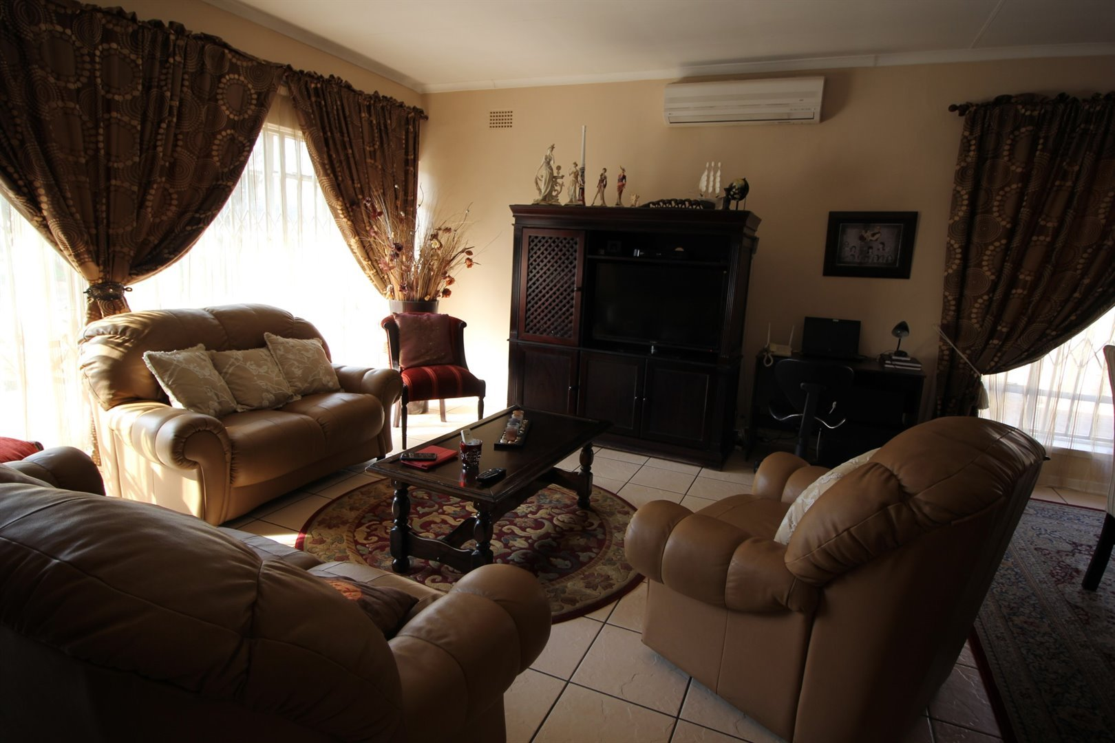 Three Rivers property for sale. Ref No: 13514176. Picture no 2