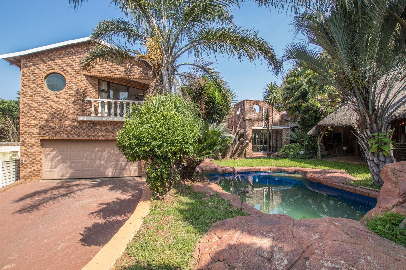 Johannesburg, Glenvista Property  | Houses For Sale Glenvista - Page 2, Glenvista, House 5 bedrooms property for sale Price:2,800,000