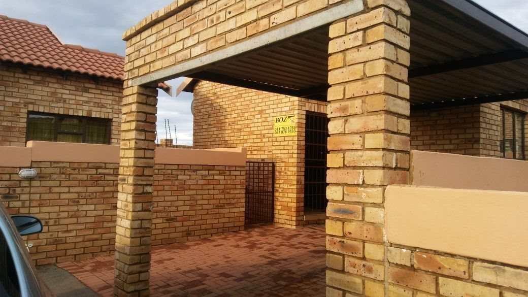 Randfontein, Greenhills Ext 3 Property    Houses For Sale Greenhills Ext 3, Greenhills Ext 3, Townhouse 2 bedrooms property for sale Price:499,000