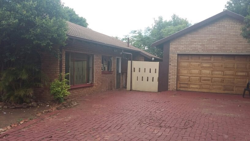 Theresapark property for sale. Ref No: 13564457. Picture no 2