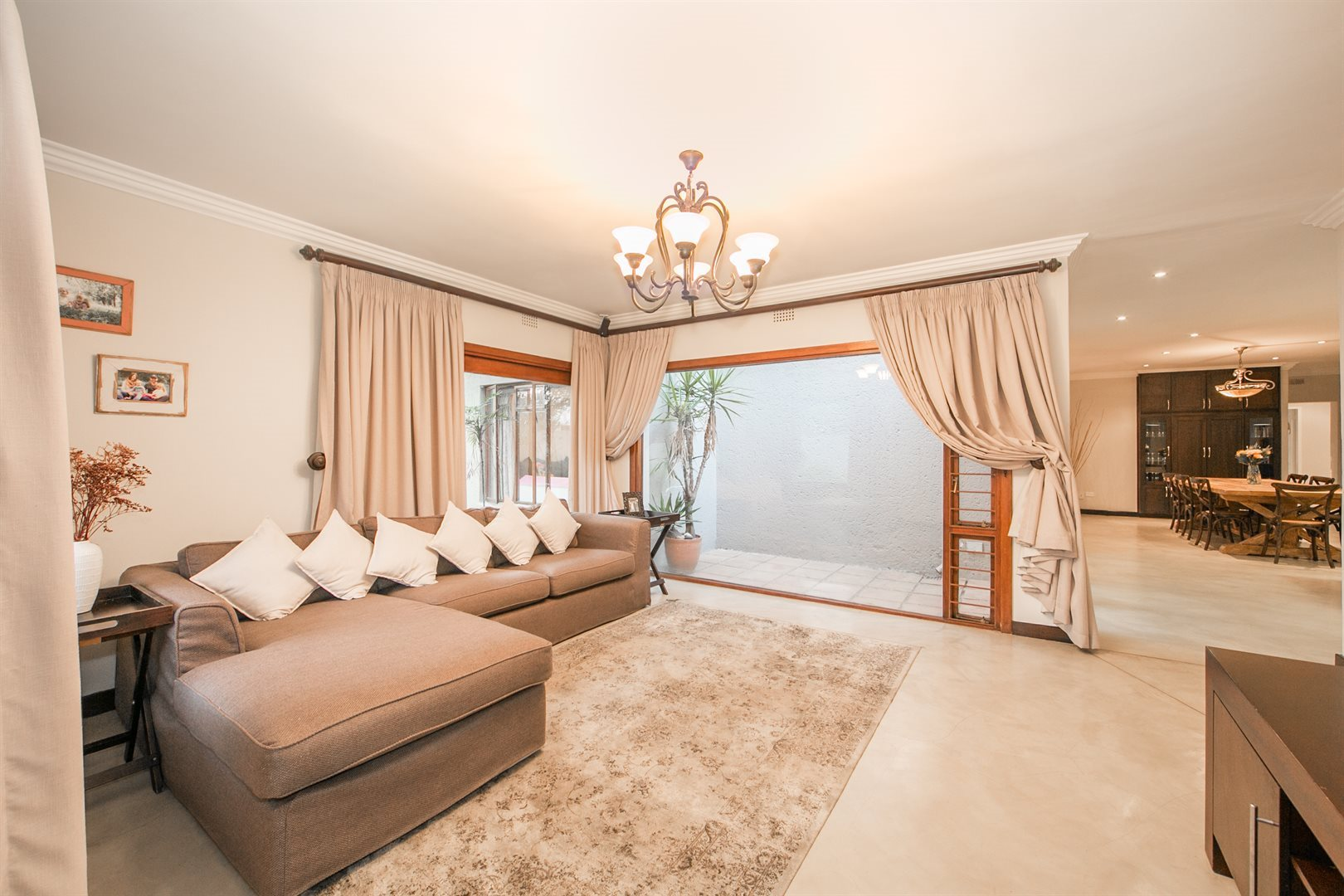 Douglasdale property for sale. Ref No: 13533118. Picture no 7