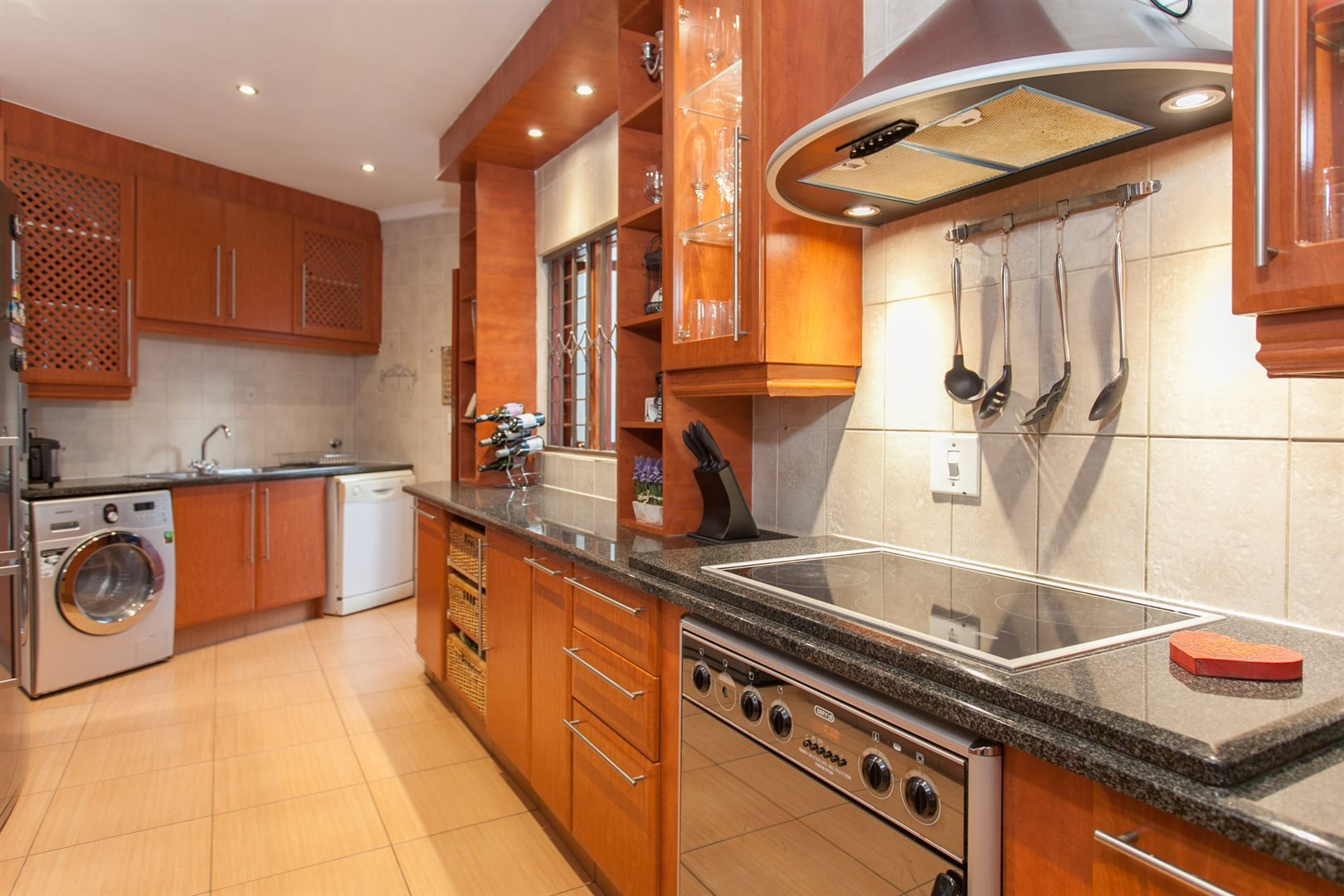 Fourways property for sale. Ref No: 13551719. Picture no 2