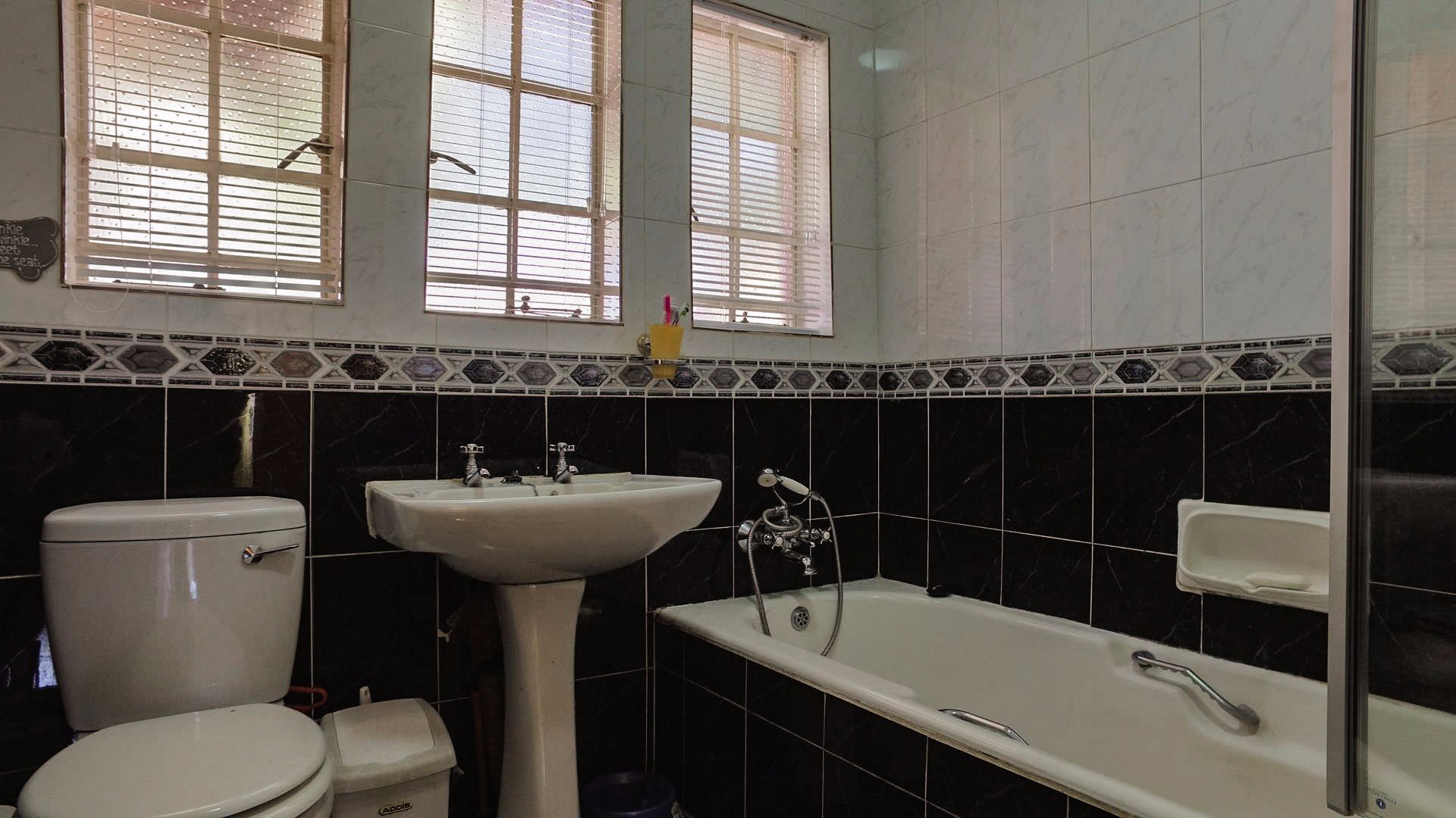 Doringkloof property for sale. Ref No: 13514170. Picture no 21