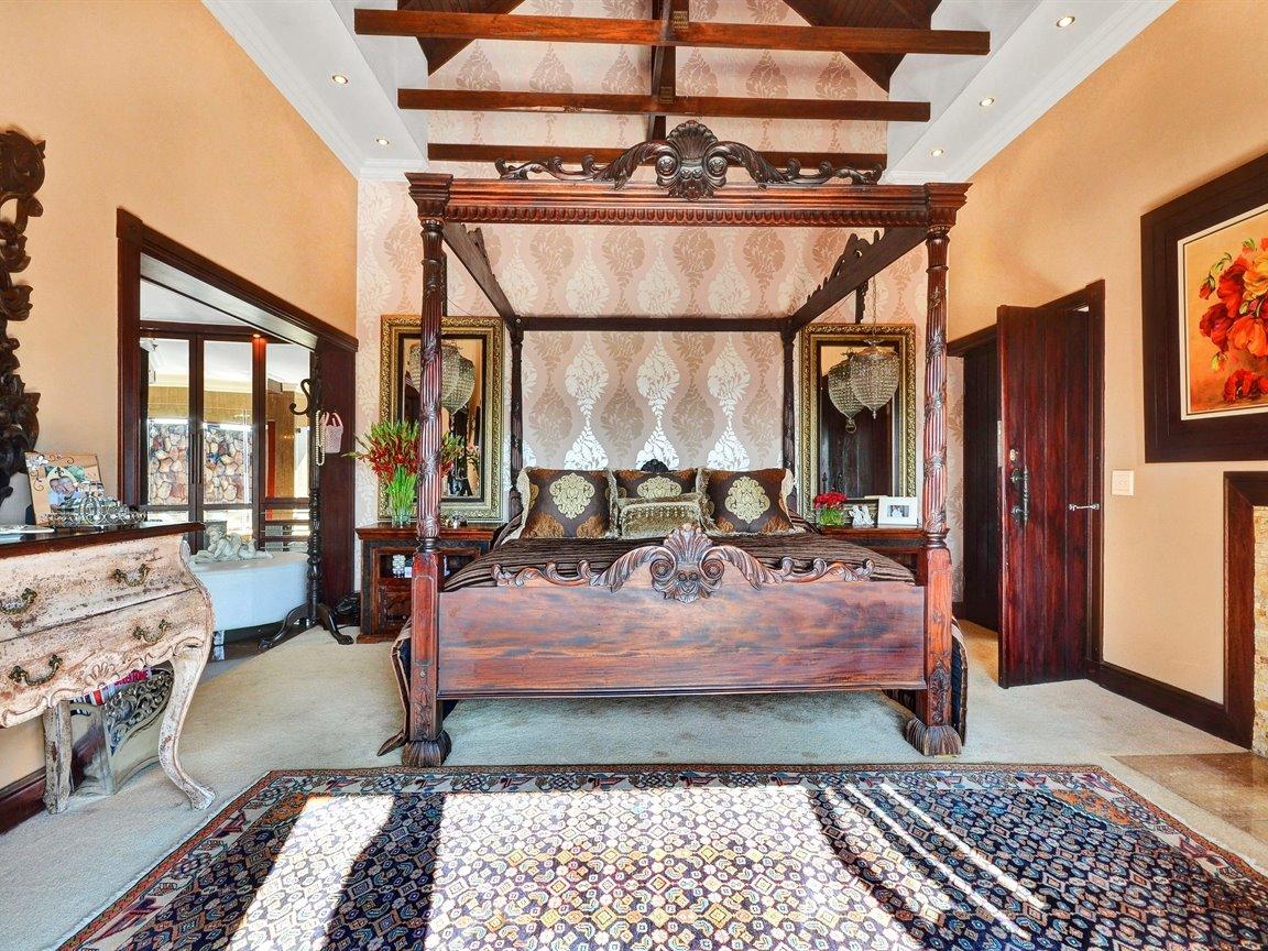 Glenvista property for sale. Ref No: 13390499. Picture no 10