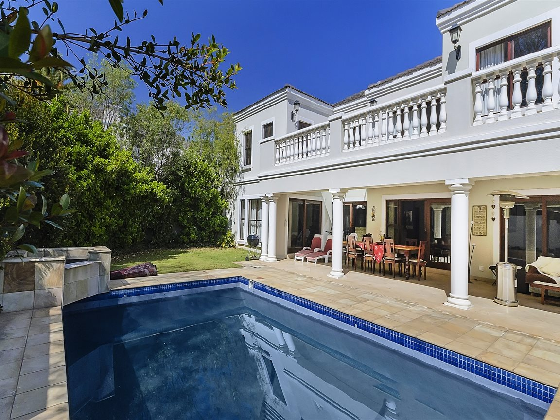 Bryanston property for sale. Ref No: 13379758. Picture no 18