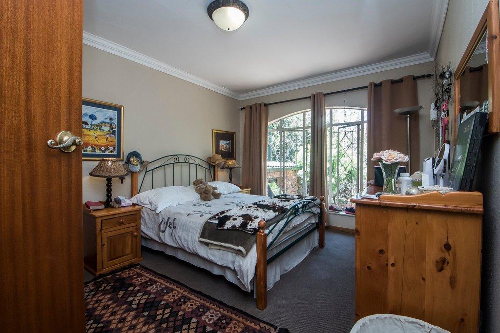 Glenvista property for sale. Ref No: 13529565. Picture no 16
