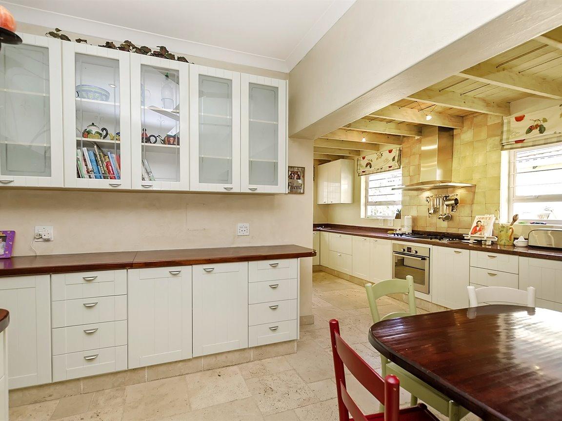 Bryanston property for sale. Ref No: 13434555. Picture no 5