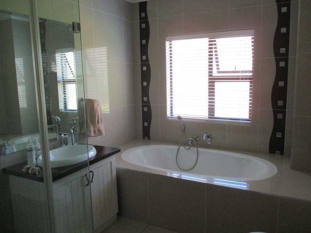 Midlands Estate property for sale. Ref No: 13317285. Picture no 10
