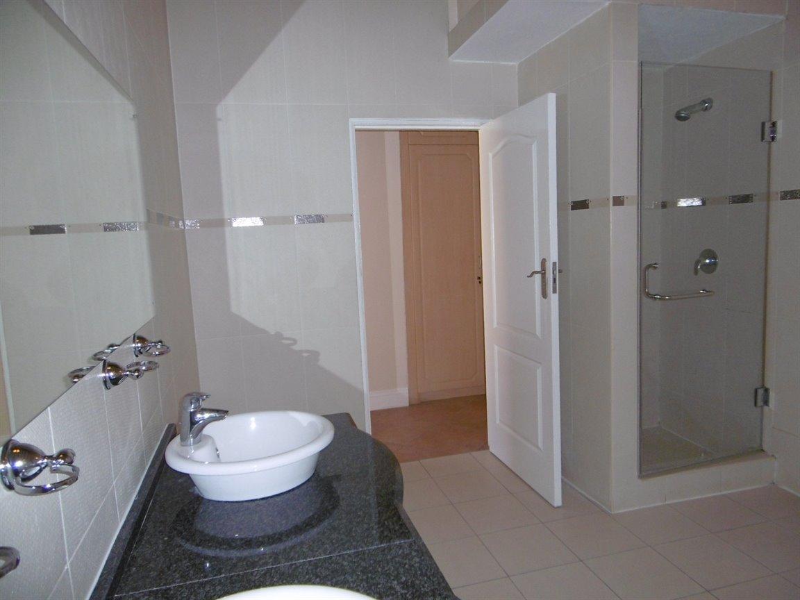 Bryanston property for sale. Ref No: 13531296. Picture no 17