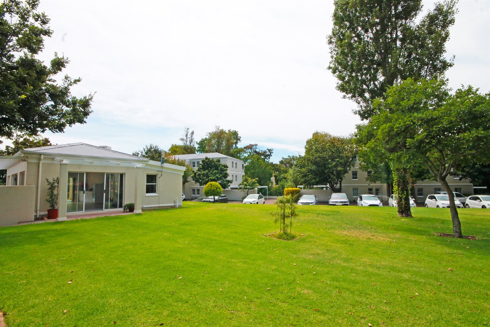 Property and Houses for sale in Rondebosch, Apartment, 2 Bedrooms - ZAR 2,850,000