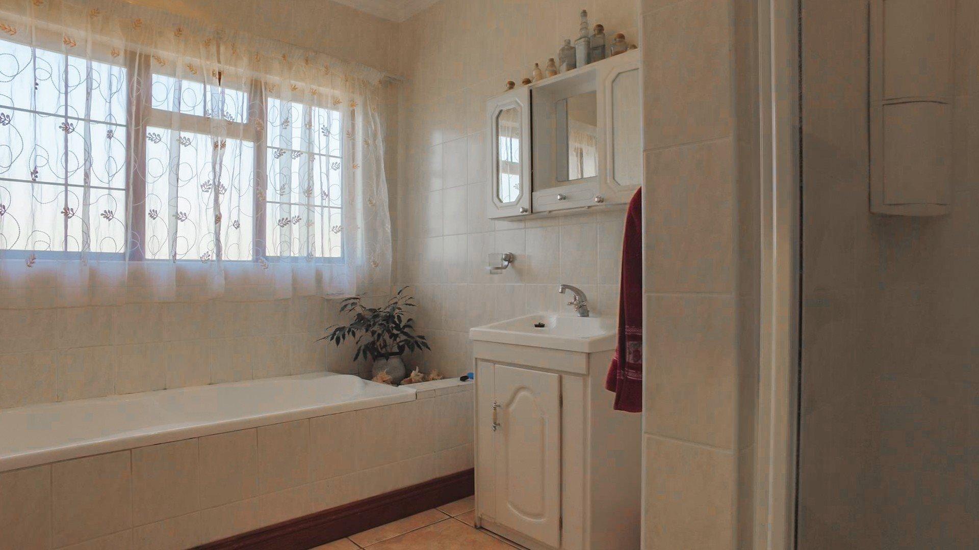 Irene Glen Estate property for sale. Ref No: 13471902. Picture no 9