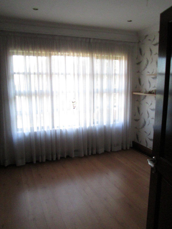 Glenvista property to rent. Ref No: 13552423. Picture no 8