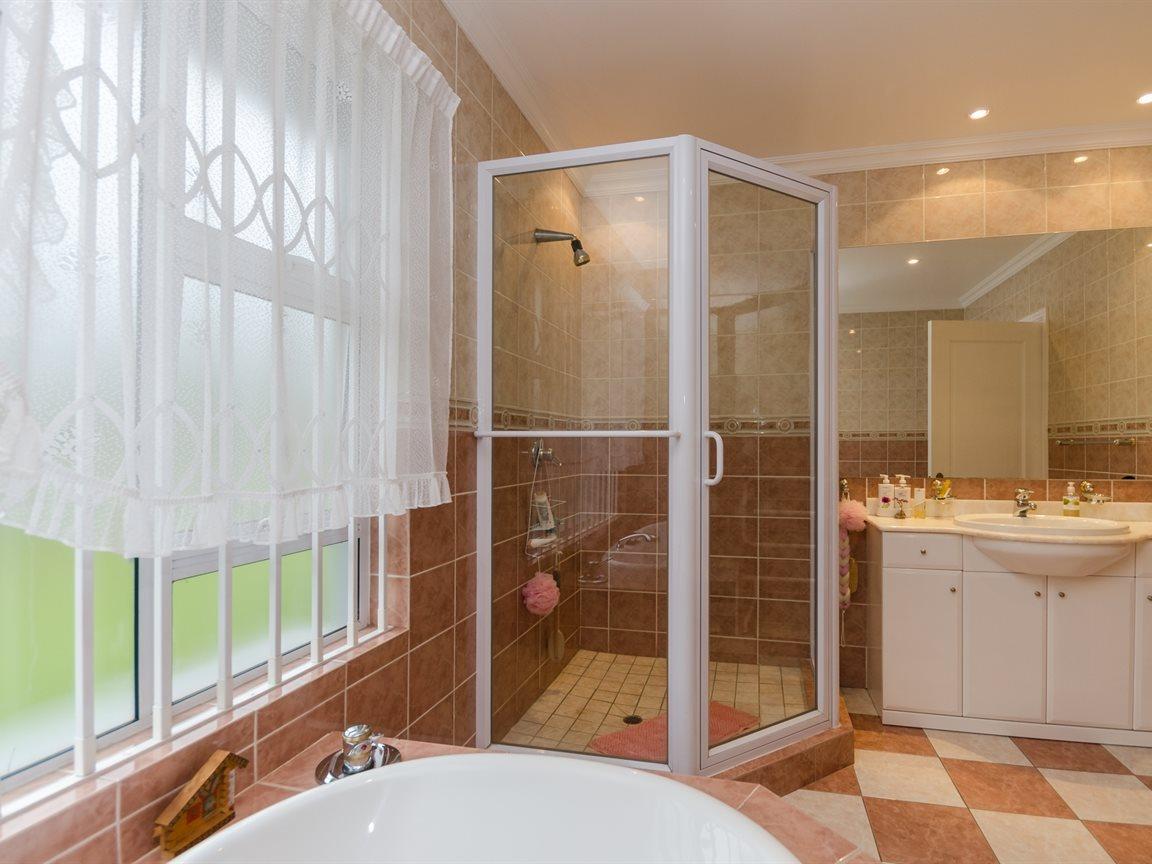 Bryanston property for sale. Ref No: 13418612. Picture no 17