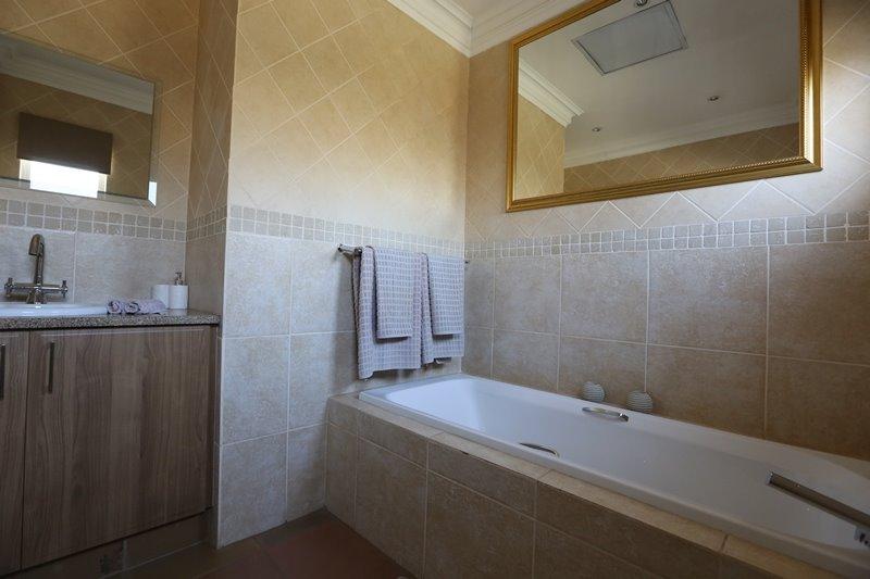 Midstream Estate property for sale. Ref No: 13254174. Picture no 22