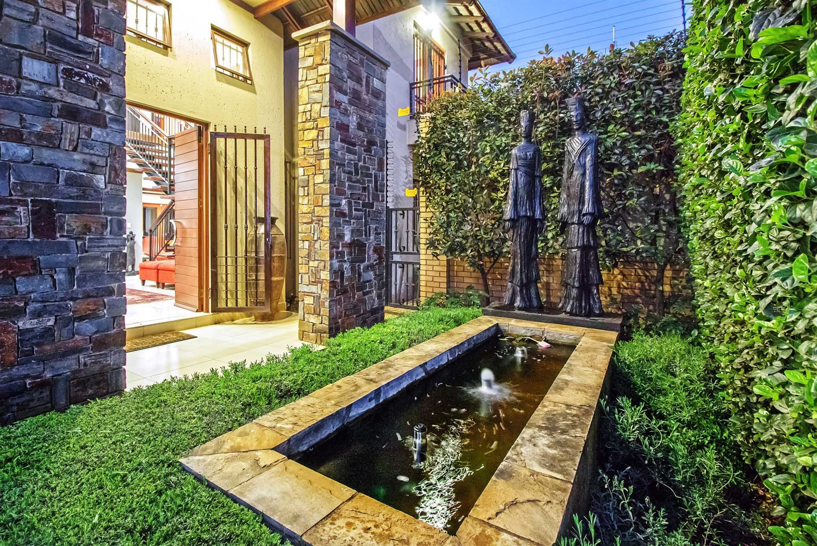 Waterkloof Ridge property for sale. Ref No: 13535230. Picture no 2
