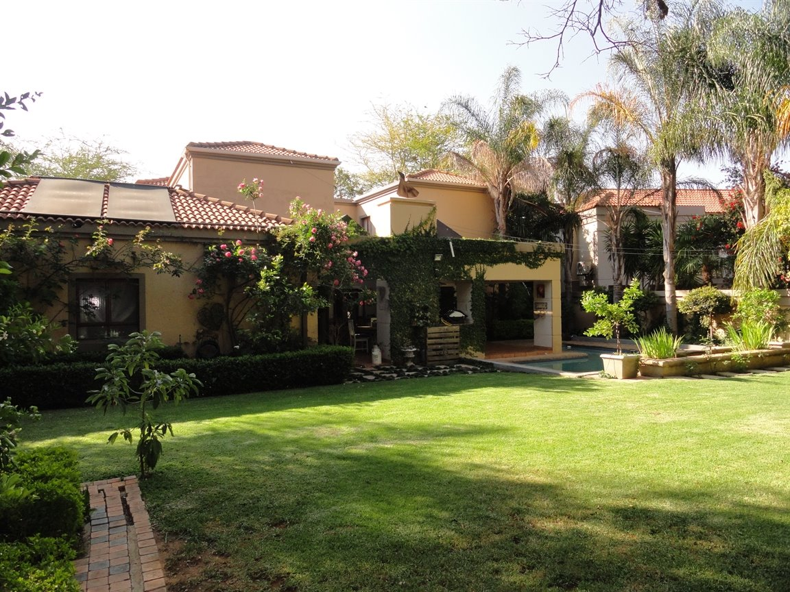 Silver Lakes Golf Estate property for sale. Ref No: 13394313. Picture no 1