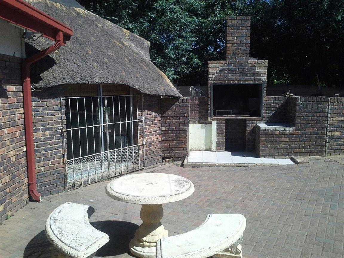 Arcon Park property for sale. Ref No: 12798056. Picture no 11