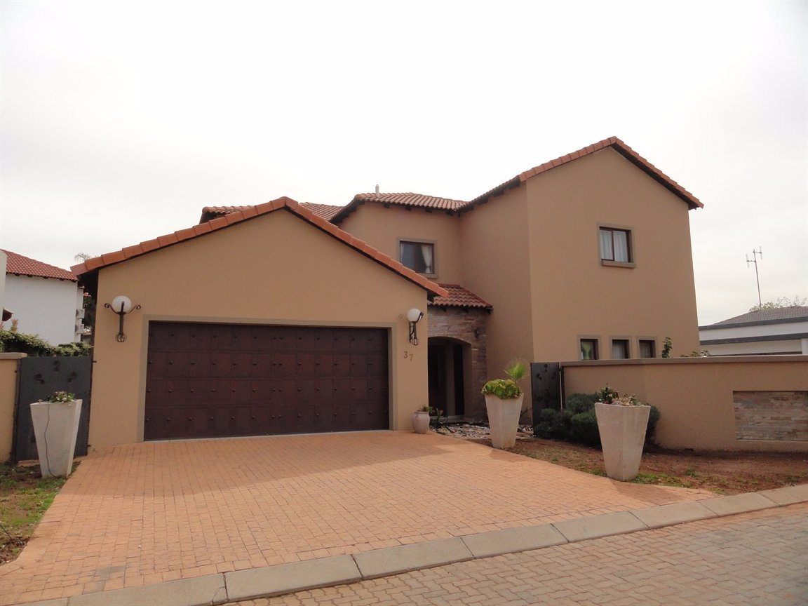 Pretoria, Silver Lakes Golf Estate Property  | Houses To Rent Silver Lakes Golf Estate, Silver Lakes Golf Estate, House 4 bedrooms property to rent Price:, 30,00*
