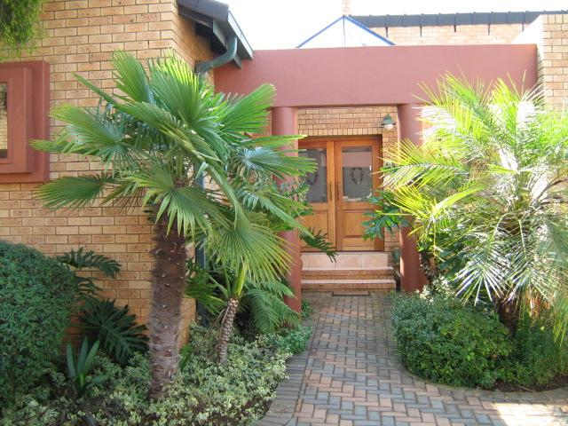Property and Houses to rent in Centurion Golf Estate, House, 3 Bedrooms - ZAR , 24,00*,M