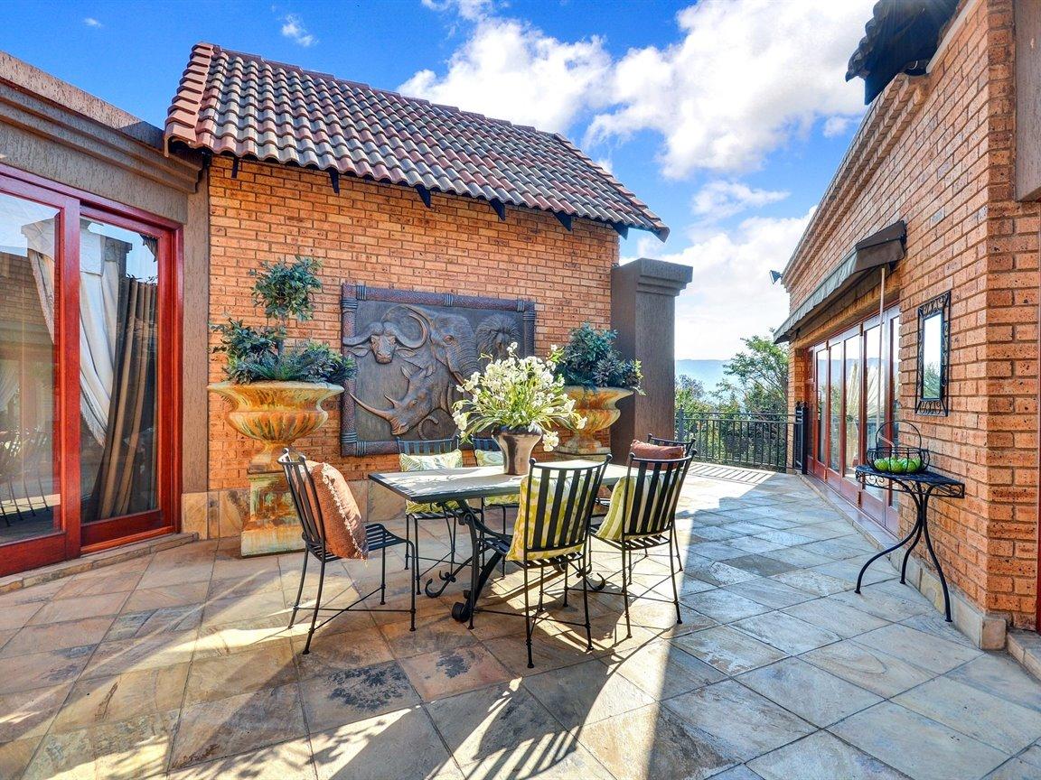 Glenvista property for sale. Ref No: 13390499. Picture no 6